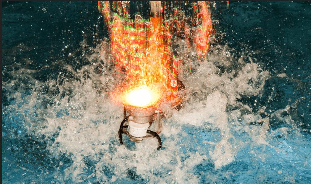 Fuente de agua en rotonda de acceso